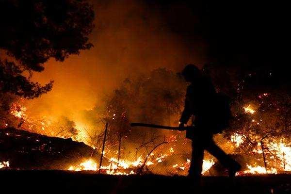 इस साल कैलिफोर्निया में आग से 3.4 मिलियन एकड़ भूमि जल गई