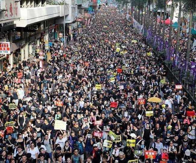 हांगकांग : लोकतंत्र का उपदेश देने वाले शिक्षकों पर होगी फी की नजर, चीन ने भी तैयार किया एजेंडा