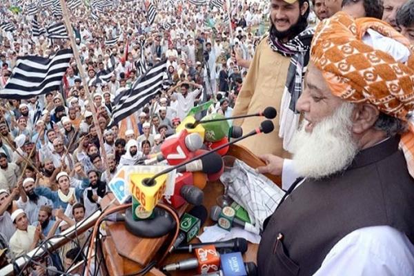 'अब तो और भी मुसीबत है पाकिस्तान के लिए क्योंकि गली-गली फैलेंगे अब हम'