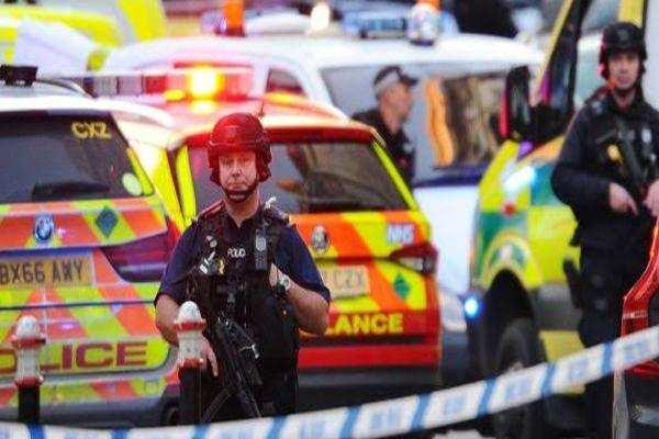 LONDON TERROR ATTACK: आतंकी हमलावर को लंदन ब्रिज पर मार गिराया, दो लोगों की मौत