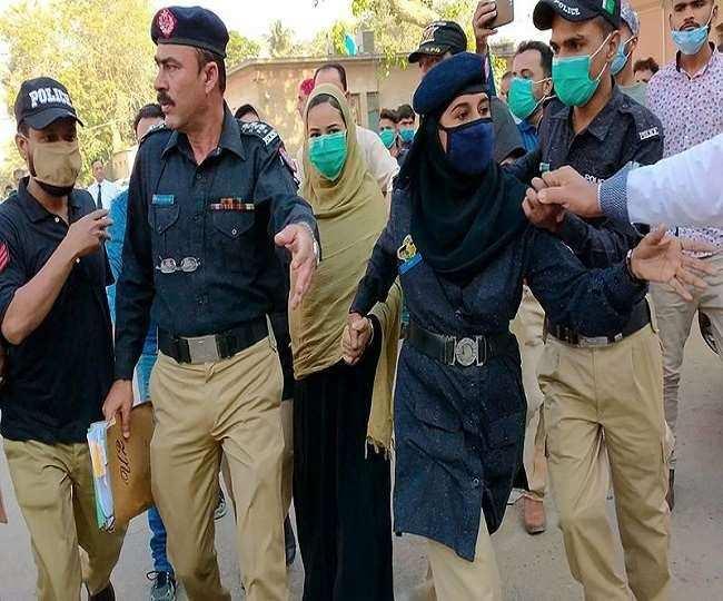 पाकिस्तान : प्रत्येक वर्ष 1,000 अल्पसंख्यक लड़कियों को जबरन कबूल करवाया जाता है इस्लाम धर्म