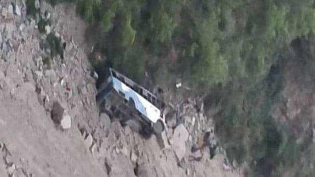 खाई में गिरी यात्री बस, 19 यात्रियों की मौत व 24 अन्य घायल