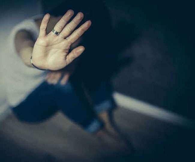 पाकिस्तान : दूसरे पुरुष से संबंध रखने के आरोप में महिला को पत्थरों से मार-मारकर दी गई सजा-ए-मौत, दो गिरफ्तार