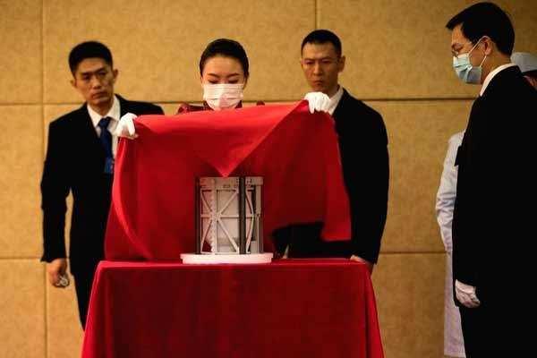 चंद्रमा के 1,731 नमूने लिए चीन के चांग ई-5 ने