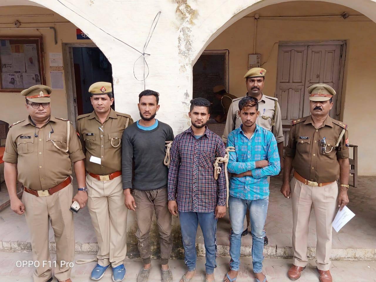 अमरिया थाना प्रभारी पुष्कर सिंह के नेतृत्व में गौकशी करते रंगे हाथों पकड़े गये अभियुक्तों को भेजा जेल