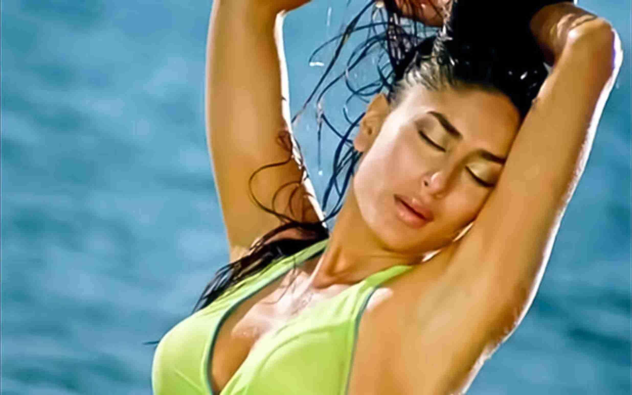 Kareena Kapoor Sexy-Hot Video: करीना कपूर का Sexy-Hot वीडियो सोशल मीडिया पर हुआ वायरल, Hot वीडियो में जबरदस्त मूव्स देख फैंस का हो रहा बुरा हाल