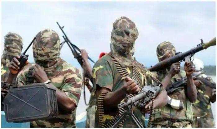 आतंकवादियों का सैन्य चौकी पर हमला, 70 सैनिकों की मौत