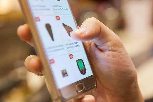 2020 में अधिकतर लोग स्मार्टफोन की मदद से करेंगे खरीदारी