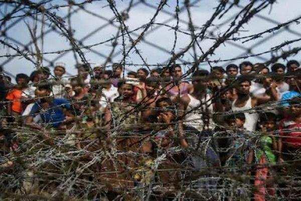 बांग्लादेश में तारबंदी शुरू रोहिंग्या शिविरों की