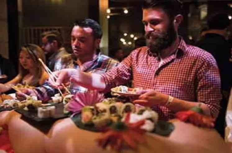 इस रेस्टोरेंट में Nude लड़कियों के बदन पर परोसा जाता हैं लोगों की पसंदीदा डिश !