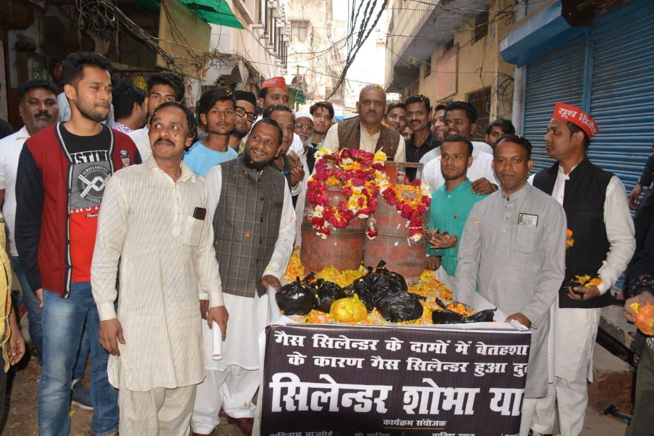 बहारों फूल बरसाओं भरा सिलेंडर आया है: अमिताभ बाजपेई