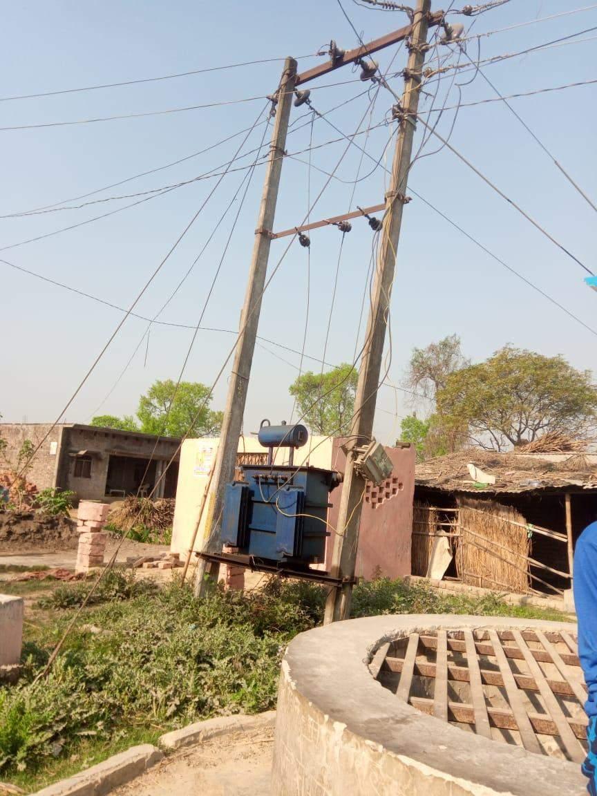 सेमरा हर्दो टोला बेलवा में बिजली कि स्पलाई चालु कराने कि मांग