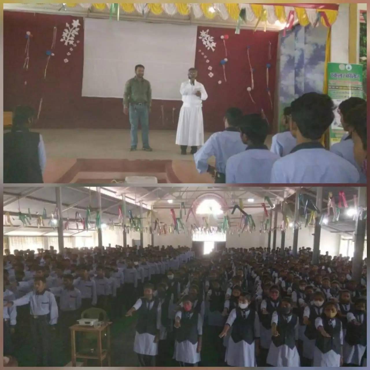 सड़क सुरक्षा के द्वारा संत इग्नासियुस इंटर स्कूल सिसई रोड गुमला में चलाया गया जागरूकता अभियान