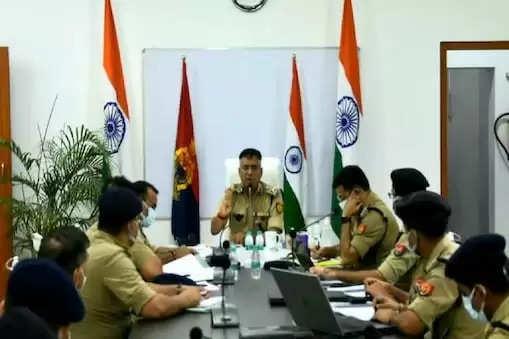 वाराणसी-पुलिसकमिश्नर ए. सतीश गणेश ने एक साथ 16 पुलिसकर्मियों को निलंबित कर दिया, जाने क्यों?