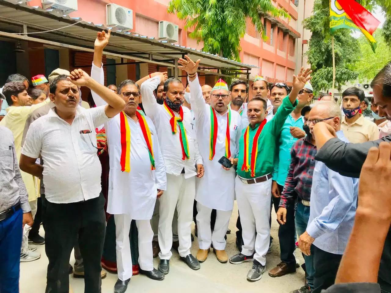 प्रगतिशील समाजवादी पार्टी ने मुख्यमंत्री को सम्बोधित ज्ञापन सौपा