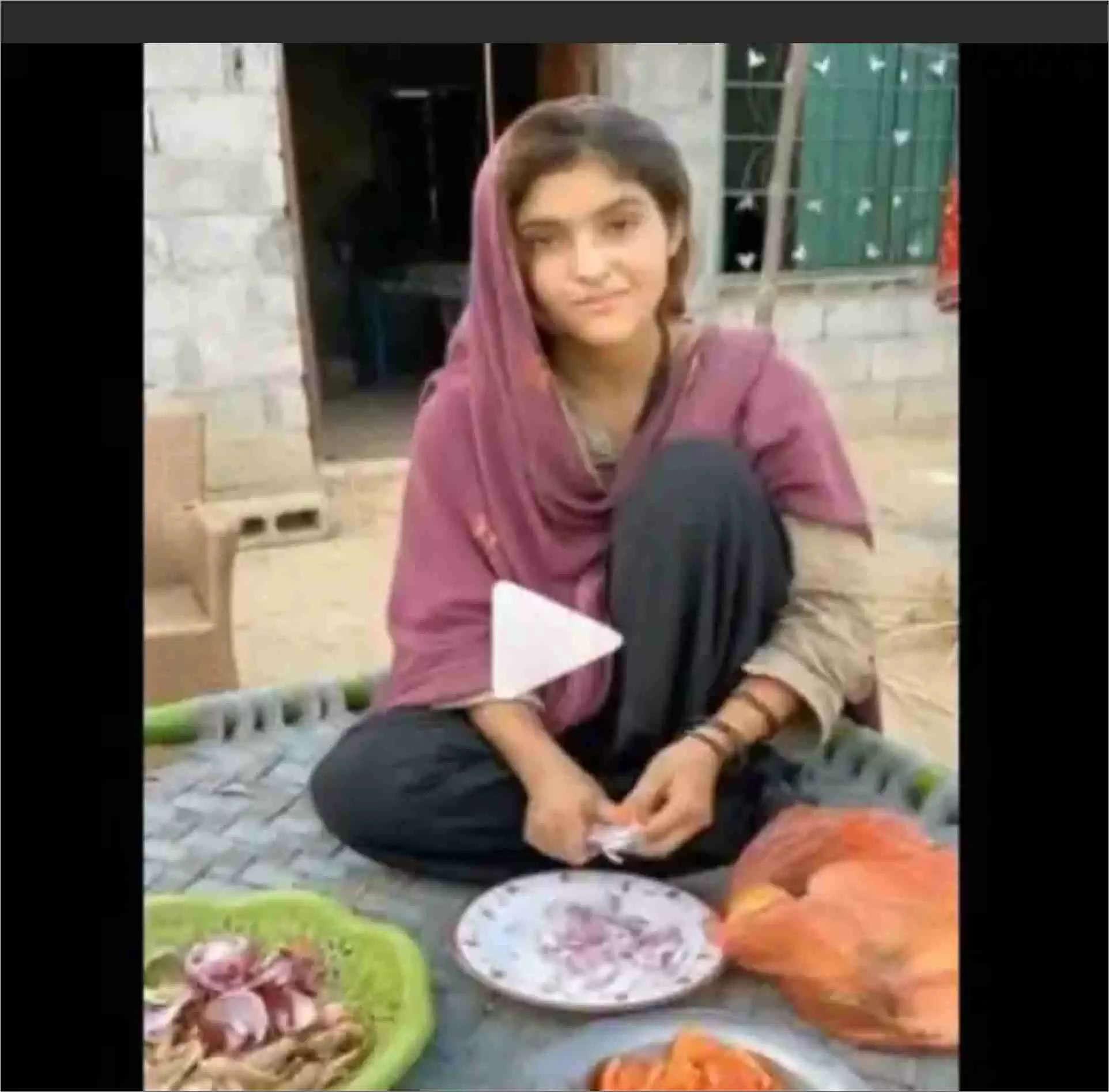 Pakistani Girl की खूबसूरत मुस्कान हुई Viral, रातोंरात बनी Internet Sensation