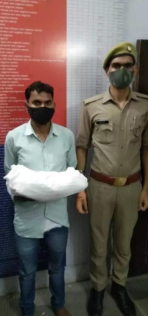 ठाकुरगंज पुलिस टीम द्वारा एक शातिर अभियुक्त लगभग 3किलो अवैध गांजे के साथ हुआ गिरफ्तार