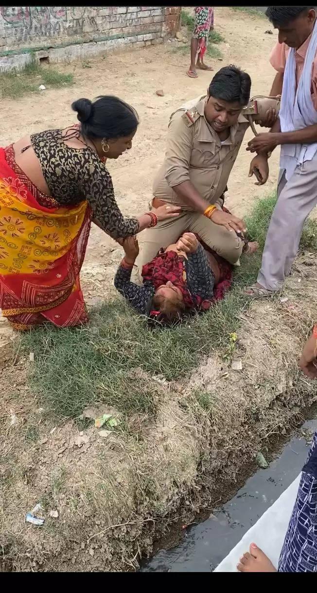 फिर शर्मसार हुयी खाकी,चौकी इंचार्ज नेे महिला को गिरा गिरा कर मारा व पीडिता के सीने पर चढ़ा गये