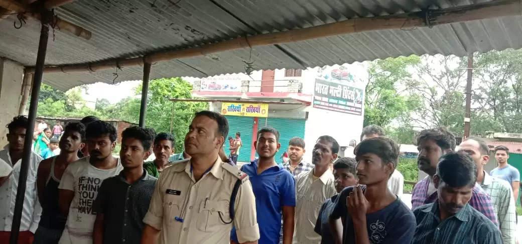 वेद परसदा के 6 दुकानों में हुआ चोरी मस्तूरी पुलिस के कार्यों पर उठ रहे सवाल