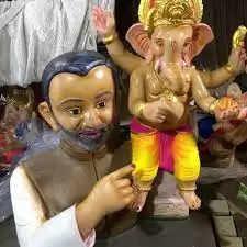 आगरा में इस बार गणेश चतुर्थी पर प्रथम देवता गणेश जी प्रधानमंत्री नरेंद्र मोदी के कंधे पर विराजमान नजर आ रहे हैं