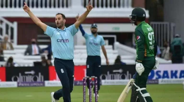 क्रिकेट : इंग्लैंड ने तीसरे वनडे में पकिस्तान को हराकरकिया क्लीन स्वीप