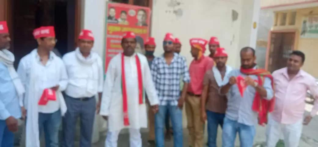 समाजवादी पार्टी के कार्यकर्ताओं ने किया धरना प्रदर्शन