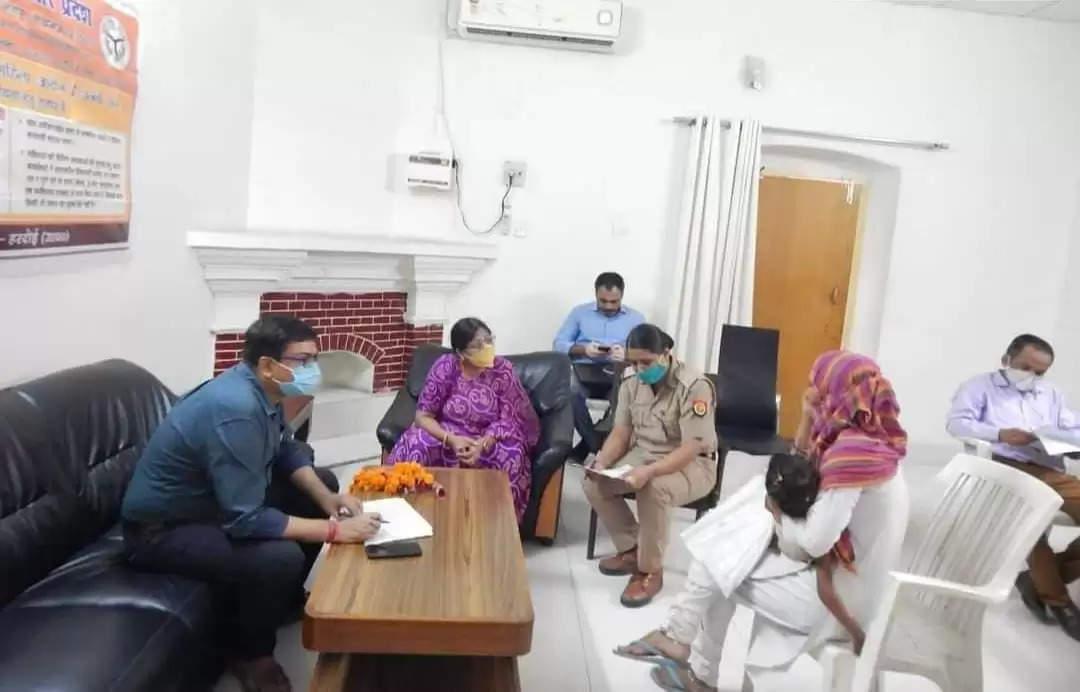 राज्य महिला आयोग सदस्य रंजना शुक्ला की उपस्थिति में महिला जन सुनवाई कार्यक्रम का आयोजन