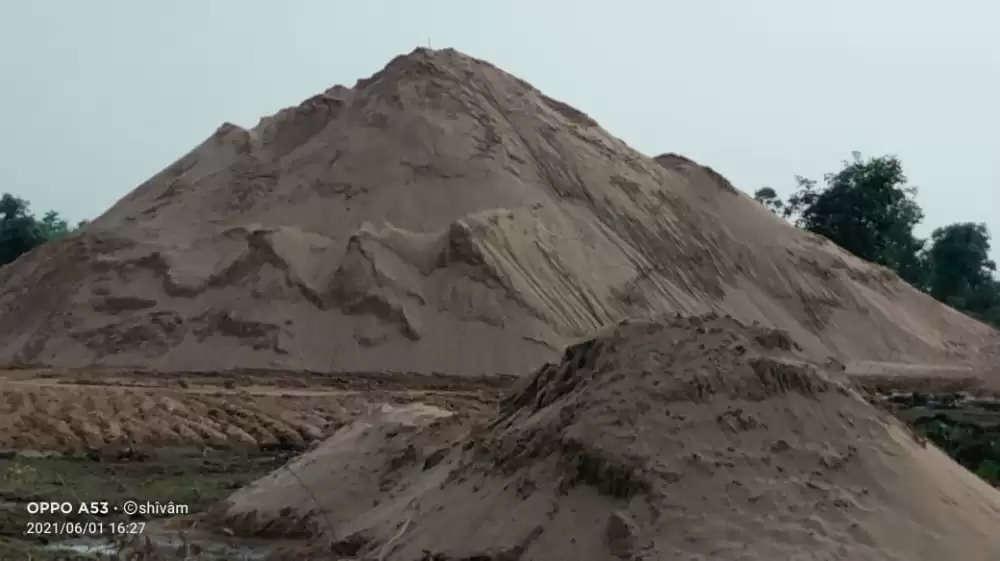 रेत ठेकेदार वंशिका ग्रुप की मनमानी पर उतारूश्रीकान्त चतुर्वेदी चलाते हैं रेत खदान