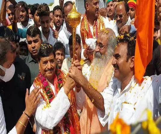 प्रमोद कृष्णम प्रगतिशील सपा लोहिया के राष्ट्रीय अध्यक्ष शिवपाल सिंह यादव की सामाजिक परिवर्तन यात्रा के रथ पर सवार