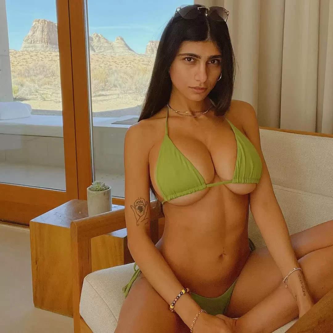 ।Mia Khalifa Sexy Video