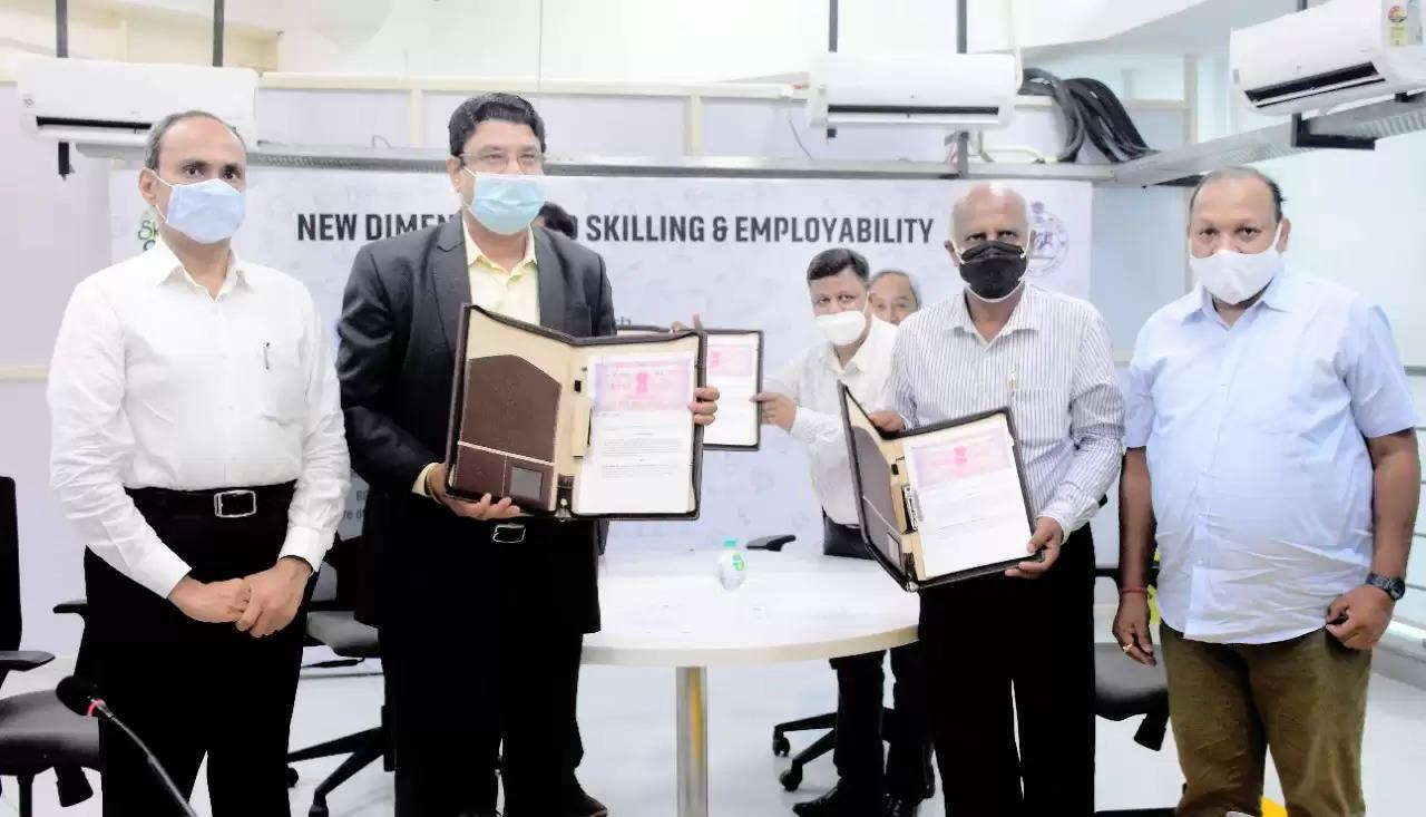 पीएमईसी बरहामपुर और जीसीई क्योंझर में सीओई की स्थापना के लिए समझौता ज्ञापन पर हस्ताक्षर किए गए