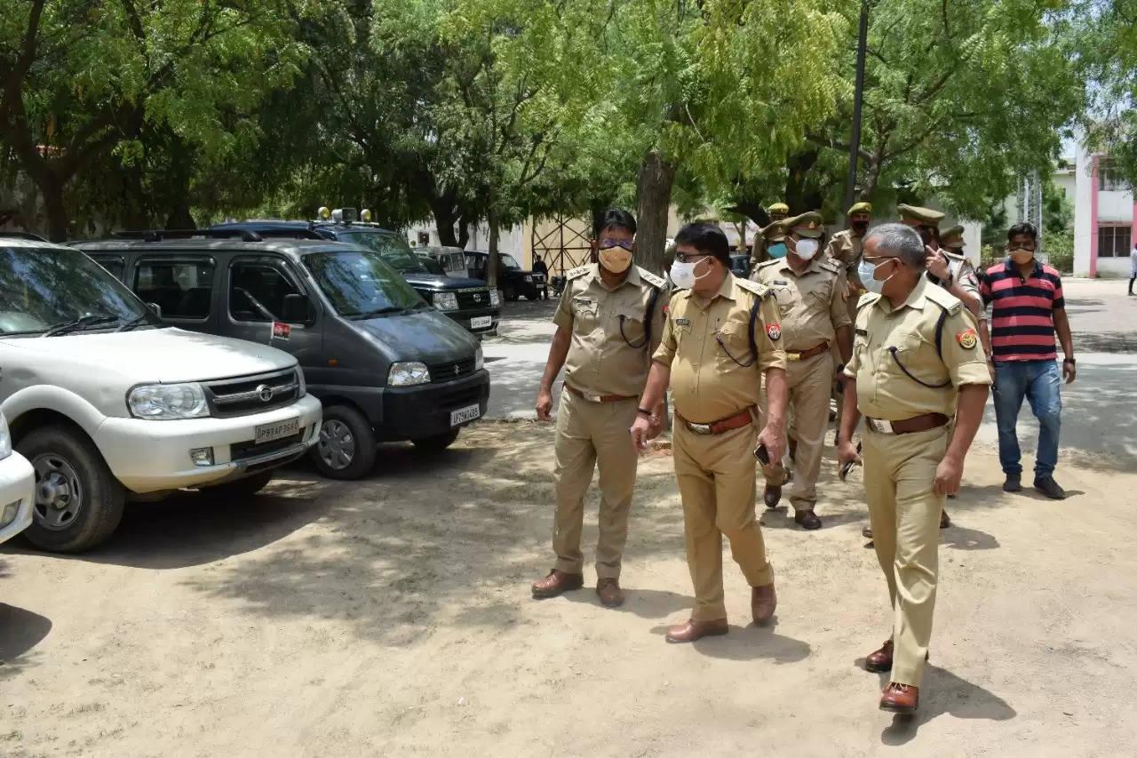 जमानत पर रिहा हुए सपा नेता धर्मेन्द्र यादव को जलूस निकालने के बाद पुलिस ढूंढने में लगी