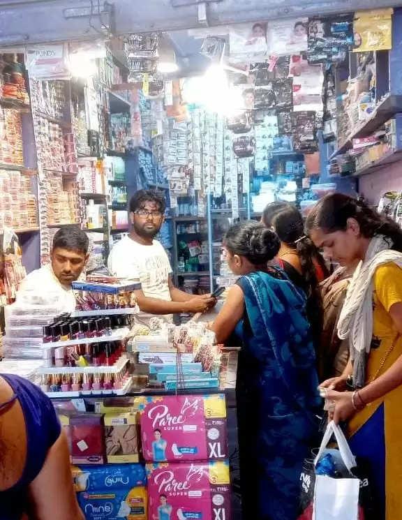 पालीगंज में तीज को लेकर बाजारों में बढ़ी चहल-पहल, खरीदारी करने पहुंची लोग