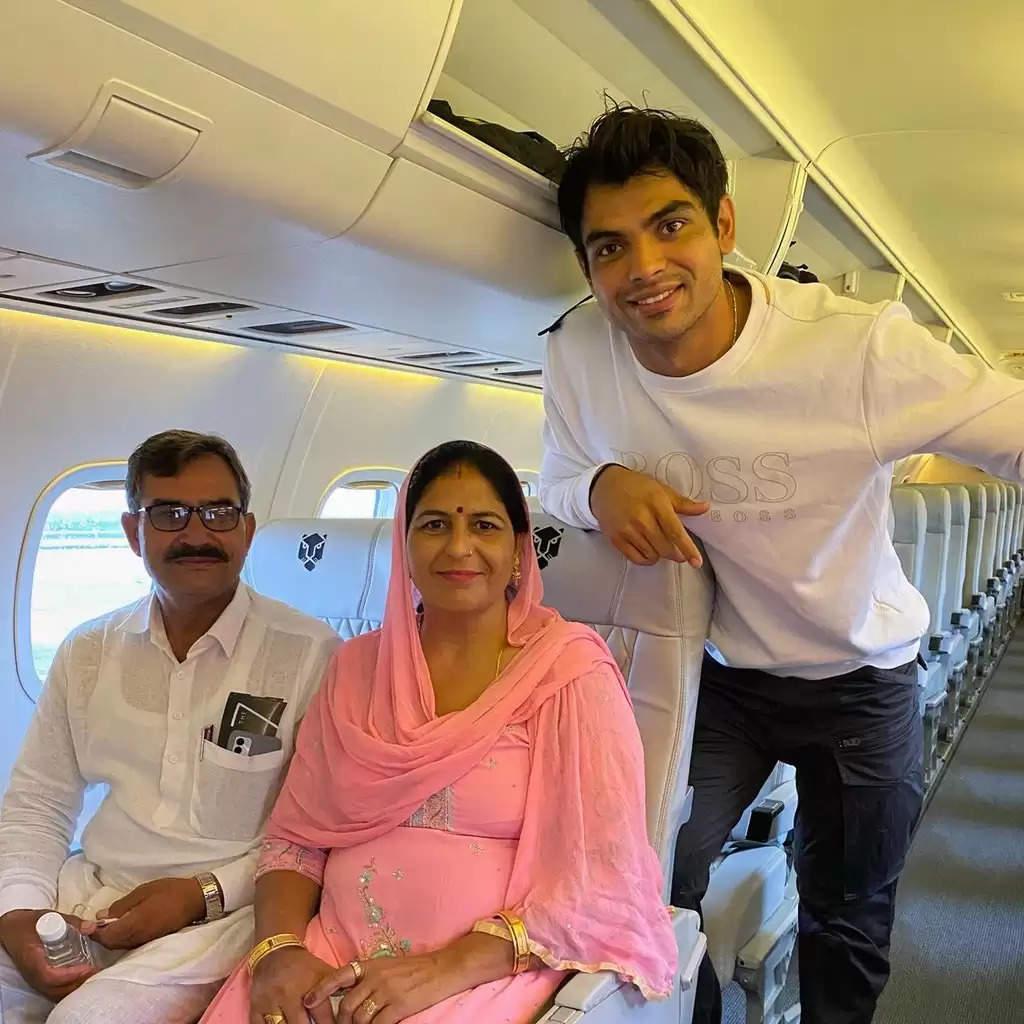 ख़ुशी के पल : नीरज चोपड़ा ने जब अपने माता पिता का छोटा सा सपना पूरा किया