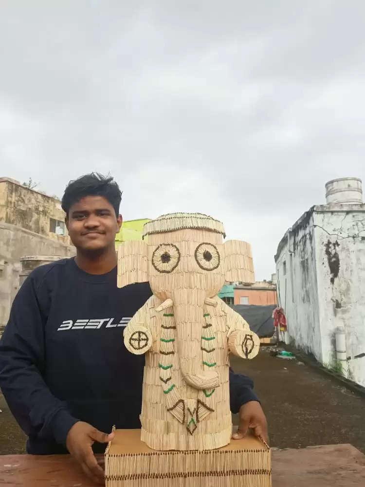 माचिस की तीलियों से बनाई गई भगवान गणेश की मूर्ति कलाकार के सास्वत रंजन साहू